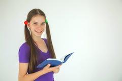 Έφηβη με ένα βιβλίο στοκ φωτογραφίες με δικαίωμα ελεύθερης χρήσης