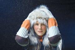 Έφηβη με μια γούνα ΚΑΠ Στοκ εικόνες με δικαίωμα ελεύθερης χρήσης