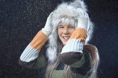 Έφηβη με μια γούνα ΚΑΠ Στοκ Εικόνες
