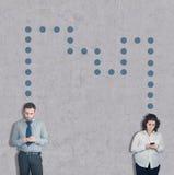 Έφηβοι και κινητό τηλέφωνο στοκ εικόνες