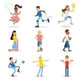 Έφηβοι που κάνουν το διαφορετικό αθλητικό σύνολο Διανυσματικές απεικονίσεις σωματικής δραστηριότητας παιδιών Στοκ φωτογραφίες με δικαίωμα ελεύθερης χρήσης