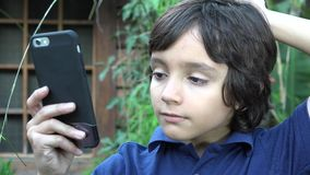 Έφηβος αγοριών που παίρνει Selfie απόθεμα βίντεο