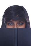 έφηβος ανάγνωσης κοριτσιών βιβλίων στοκ φωτογραφίες