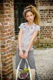 έφηβος κοριτσιών μόδας καθιερώνων τη μόδα Στοκ φωτογραφία με δικαίωμα ελεύθερης χρήσης