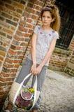 έφηβος κοριτσιών μόδας καθιερώνων τη μόδα Στοκ Φωτογραφίες