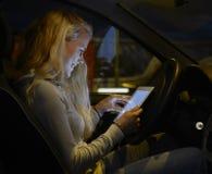 Έφηβος με την ψηφιακή ταμπλέτα Στοκ φωτογραφία με δικαίωμα ελεύθερης χρήσης