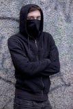 Έφηβος με το πρόσωπό του που κρύβεται Στοκ Φωτογραφία