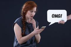 Έφηβος με το smartphone Στοκ φωτογραφία με δικαίωμα ελεύθερης χρήσης