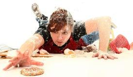 έφηβος μπισκότων ψησίματο&sigma Στοκ Φωτογραφία