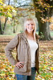 έφηβος πάρκων φθινοπώρου Στοκ εικόνες με δικαίωμα ελεύθερης χρήσης