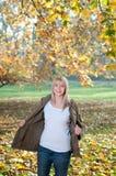 έφηβος πάρκων φθινοπώρου Στοκ φωτογραφία με δικαίωμα ελεύθερης χρήσης