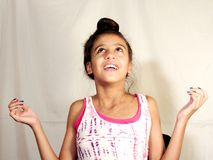 Έφηβος παιδιών που κάνει τα πρόσωπα Στοκ εικόνες με δικαίωμα ελεύθερης χρήσης