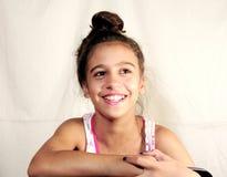 Έφηβος παιδιών που κάνει το χαμόγελο προσώπων Στοκ εικόνα με δικαίωμα ελεύθερης χρήσης