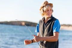Έφηβος που αλιεύει εν πλω στοκ φωτογραφία με δικαίωμα ελεύθερης χρήσης
