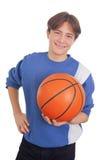 Έφηβος που κρατά μια καλαθοσφαίριση Στοκ Φωτογραφία