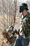 έφηβος πυροβόλων όπλων paintballer Στοκ Φωτογραφίες