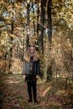 Έφηβος στα κοστούμια αποκριών στα ξύλα στοκ εικόνες με δικαίωμα ελεύθερης χρήσης