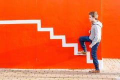Έφηβος υπαίθρια στοκ εικόνα με δικαίωμα ελεύθερης χρήσης