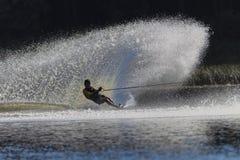 Έφηβος ψεκασμού ύδωρ-σκι Στοκ φωτογραφίες με δικαίωμα ελεύθερης χρήσης