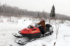 έχει τη χειμερινή γυναίκα &del Στοκ φωτογραφία με δικαίωμα ελεύθερης χρήσης