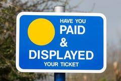 Έχετε πληρώσει & επιδείξατε το εισιτήριό σας; σημάδι στοκ εικόνα με δικαίωμα ελεύθερης χρήσης