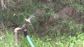 έχον διαρροή νερό βρύσης φιλμ μικρού μήκους