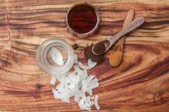 Έλαιο καρύδων, αναφυλαξίες καρύδων, αλεσμένα φασόλια βανίλιας και siru σφενδάμνου Στοκ εικόνες με δικαίωμα ελεύθερης χρήσης