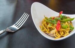 Έλαιο σκόρδου μακαρονιών και κόκκινο πιπέρι τσίλι, υπόβαθρα τροφίμων Στοκ Εικόνα
