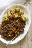 Έδαφος βόειου κρέατος ψητού με τα λαχανικά και την ψημένη πατάτα Στοκ Φωτογραφία