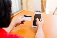 Έλεγχος επιχειρηματιών ο αριθμός τηλεφώνου κάρτες Στοκ Εικόνες