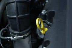 Έλεγχος του επιπέδου πετρελαίου Στοκ φωτογραφίες με δικαίωμα ελεύθερης χρήσης