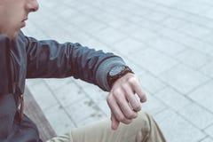 έλεγχος του χρόνου ατόμω Στοκ Φωτογραφία