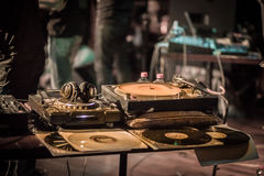 Έλεγχος του DJ Στοκ φωτογραφίες με δικαίωμα ελεύθερης χρήσης
