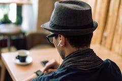 Έλεγχος smartwatch Στοκ φωτογραφία με δικαίωμα ελεύθερης χρήσης
