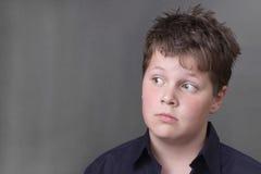 Έλλειψη κατανόησης. Ανοιχτομάτης αγόρι στοκ φωτογραφίες με δικαίωμα ελεύθερης χρήσης