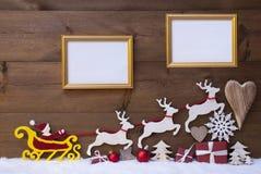 Έλκηθρο Άγιου Βασίλη, τάρανδος, χιόνι, διακόσμηση Χριστουγέννων, πλαίσια Στοκ Εικόνες