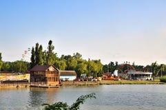 Έλξη πάρκων και ηλιόλουστο νησί ψυχαγωγίας σε Krasnodar Στοκ φωτογραφία με δικαίωμα ελεύθερης χρήσης