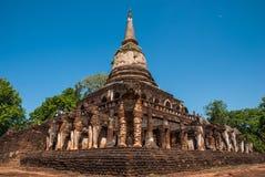 Έλξη στο εθνικό πάρκο Si Satchanalai: Wat Chang Lom Στοκ Φωτογραφίες