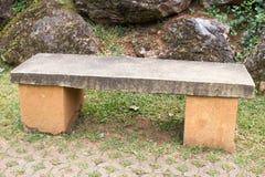 Έδρα Stone στον κήπο Στοκ εικόνες με δικαίωμα ελεύθερης χρήσης
