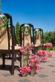 Έδρες που διακοσμούνται με τα λουλούδια Στοκ φωτογραφίες με δικαίωμα ελεύθερης χρήσης