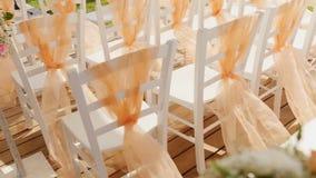 Έδρες σε μια γαμήλια σκηνή απόθεμα βίντεο