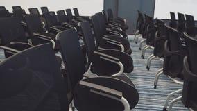 Έδρες σε μια επαγγελματική αίθουσα συνδιαλέξεων ελεύθερη απεικόνιση δικαιώματος
