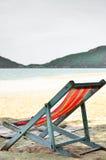 Έδρες σε μια όμορφη τροπική παραλία Στοκ φωτογραφία με δικαίωμα ελεύθερης χρήσης