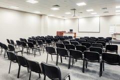 Έδρες στη αίθουσα συνδιαλέξεων στοκ φωτογραφία
