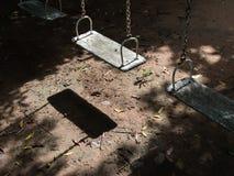 Έδρες ταλάντευσης που εγκαταλείπονται Στοκ φωτογραφία με δικαίωμα ελεύθερης χρήσης