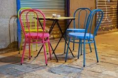 Έδρες χρώματος στην οδό στοκ φωτογραφίες