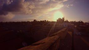 Ήλιος βραδιού από τον τοίχο του παλαιού φρουρίου, άποψη του καθεδρικού ναού του Άγιου Βασίλη μουσουλμανικών τεμενών πασάδων Lala  φιλμ μικρού μήκους