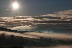 Ήλιος και ομίχλη, sharm και μυστήριο Στοκ φωτογραφία με δικαίωμα ελεύθερης χρήσης