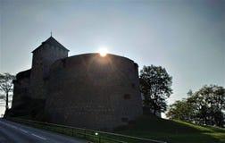 Ήλιος που αυξάνεται πέρα από το κάστρο Vaduz στο Λιχτενστάιν στοκ εικόνες με δικαίωμα ελεύθερης χρήσης