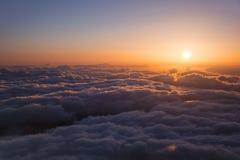 Ήλιος που αυξάνεται πέρα από το Tenerife νησί, καναρίνι κορυφαία όψη Στοκ Εικόνες